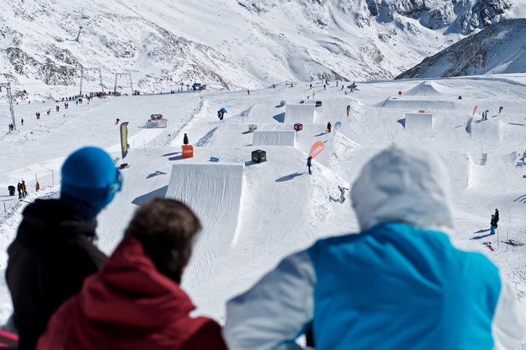 Early season park sessions on the Stubai Glacier |StefanEigner