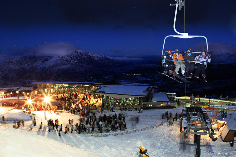 Coronet Peak, above Queenstown, comes alive at night | Nzski.com