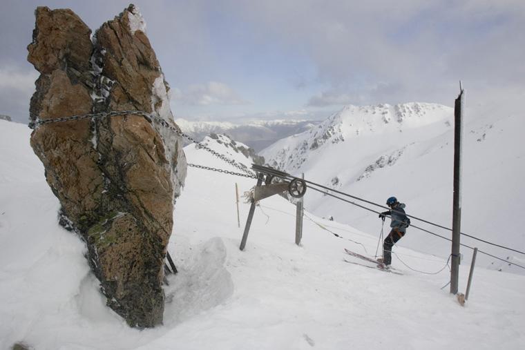 Heli skiing, NZ style at Broken River | Black Diamond Safaris