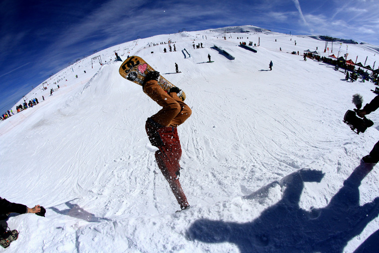 Riding Les 2 Alpes' summer snowpark| Photo Kevin Marchal