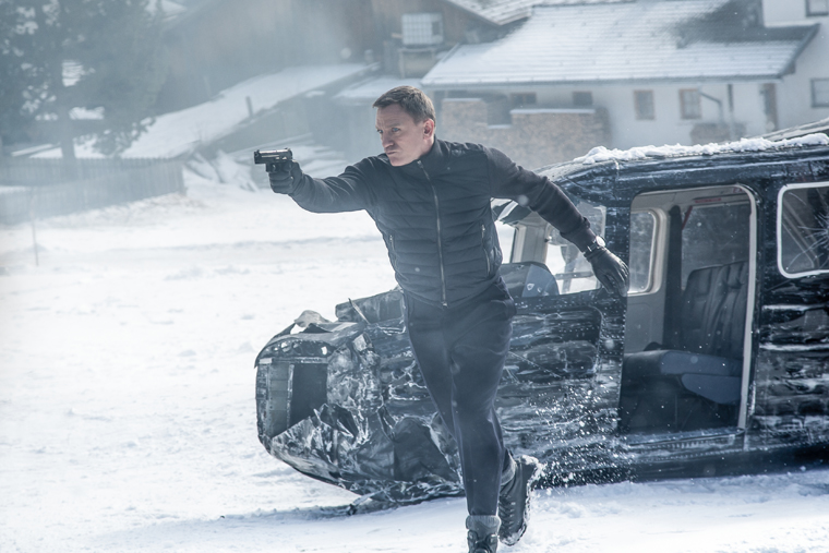 Daniel Craig filming in a snowy Obertilliach| 2015 Sony Pictures Releasing GmbH