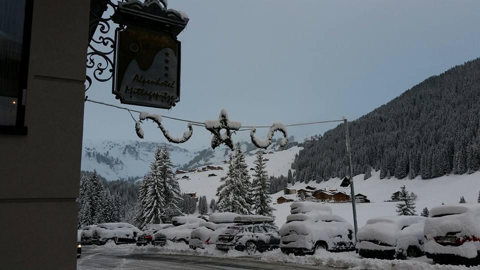 https://www.facebook.com/alpenhotel.mittagspitze.damuels