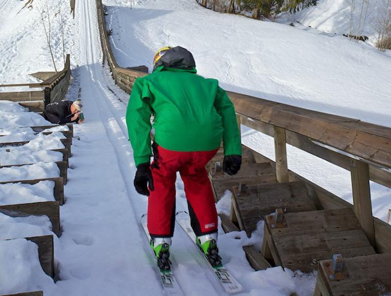 Ski jumping small