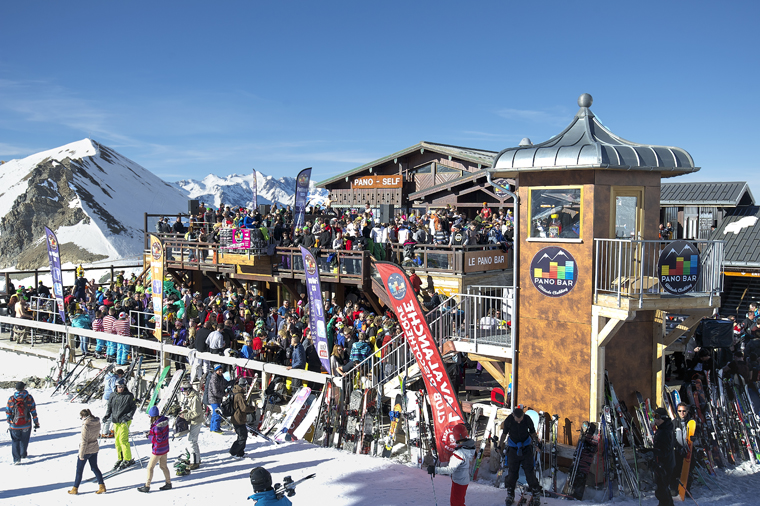 Après-ski at Pano Bar, up the mountain | Yoann Peisin