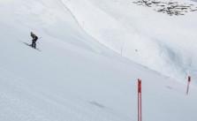 elias-ambühl-skiing-backwards