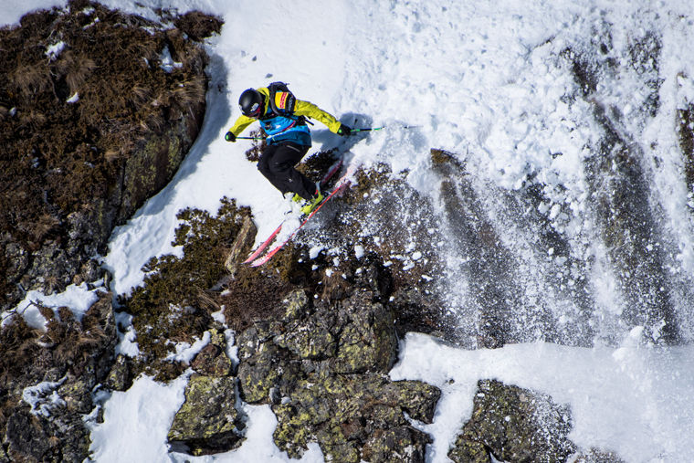 Sam Smoothy midway through his epic line in Andorra | Photo freerideworldtour.com / david carlier