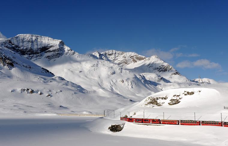 Rhaetische Bahn/RhB - Rhaetische Bahn/RhB - ALLEGRA-Triebzug am Lago Bianco am Berninapass. Rhaetian Railway/RhB - An ALLEGRA railcar at Lake Bianco, on the Bernina Pass. Ferrovia retica/FR - Elettrotreno ALLEGRA nei pressi del Lago Bianco, sul passo del Bernina. Copyright by Rhaetische Bahn By-line: swiss-image.ch/Tibert Keller