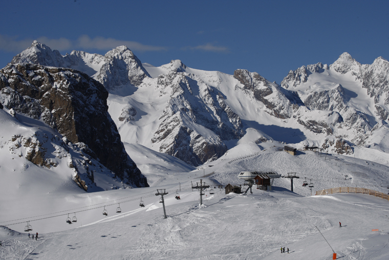 Acres of freeride terrain, easily accessed from the lift : AGENCE ZOOM