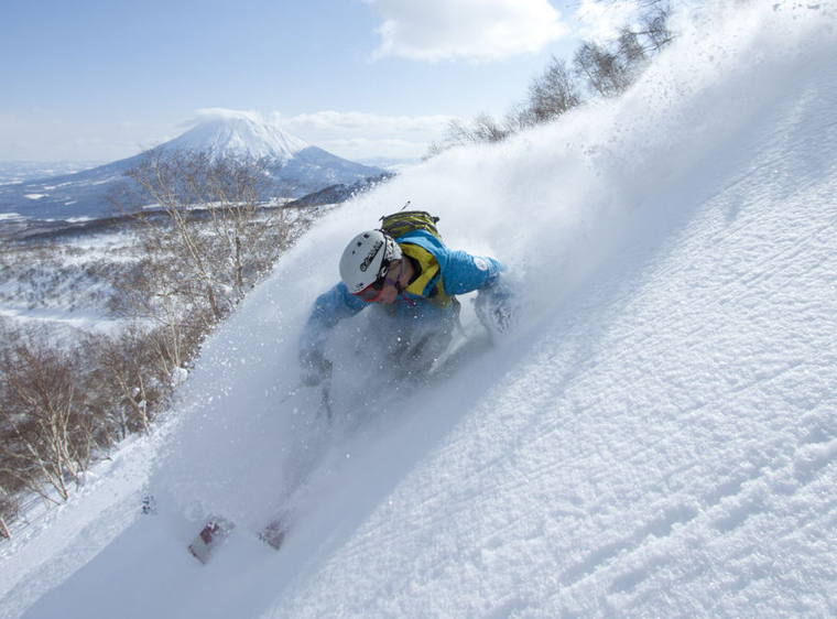 Bluebird days: rare. Fresh tracks: oh so common|Niseko Promotion Board