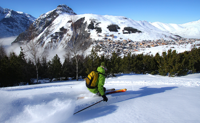 A rare tree run: Les Deux Alpes is at 1650m, with lifts up to 3568m | B.Longo