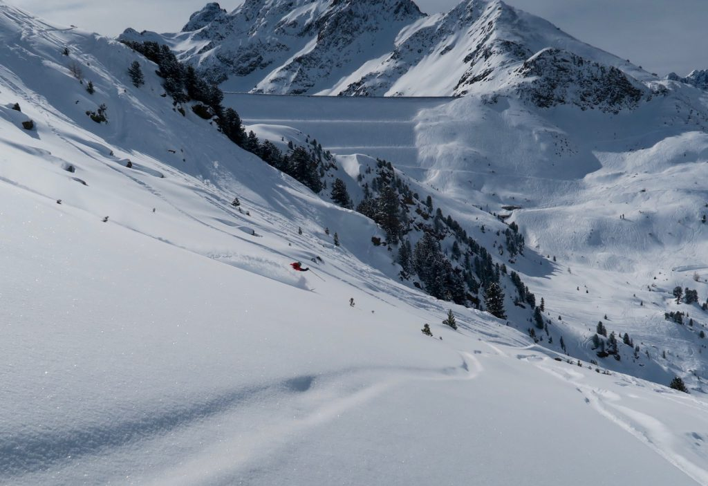 Matt Clark skiing powder on the Faction Prime 4.0 at the Kühtai ski test