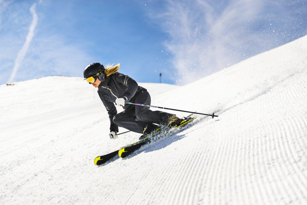 Carving hard short turns on the Rossignol Famous 10 ski