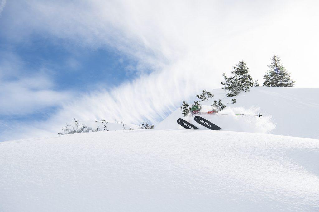 Skiing powder on Head's new 2018 Kore 105 ski